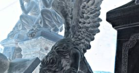 Engel van verdriet beton tuinbeeld