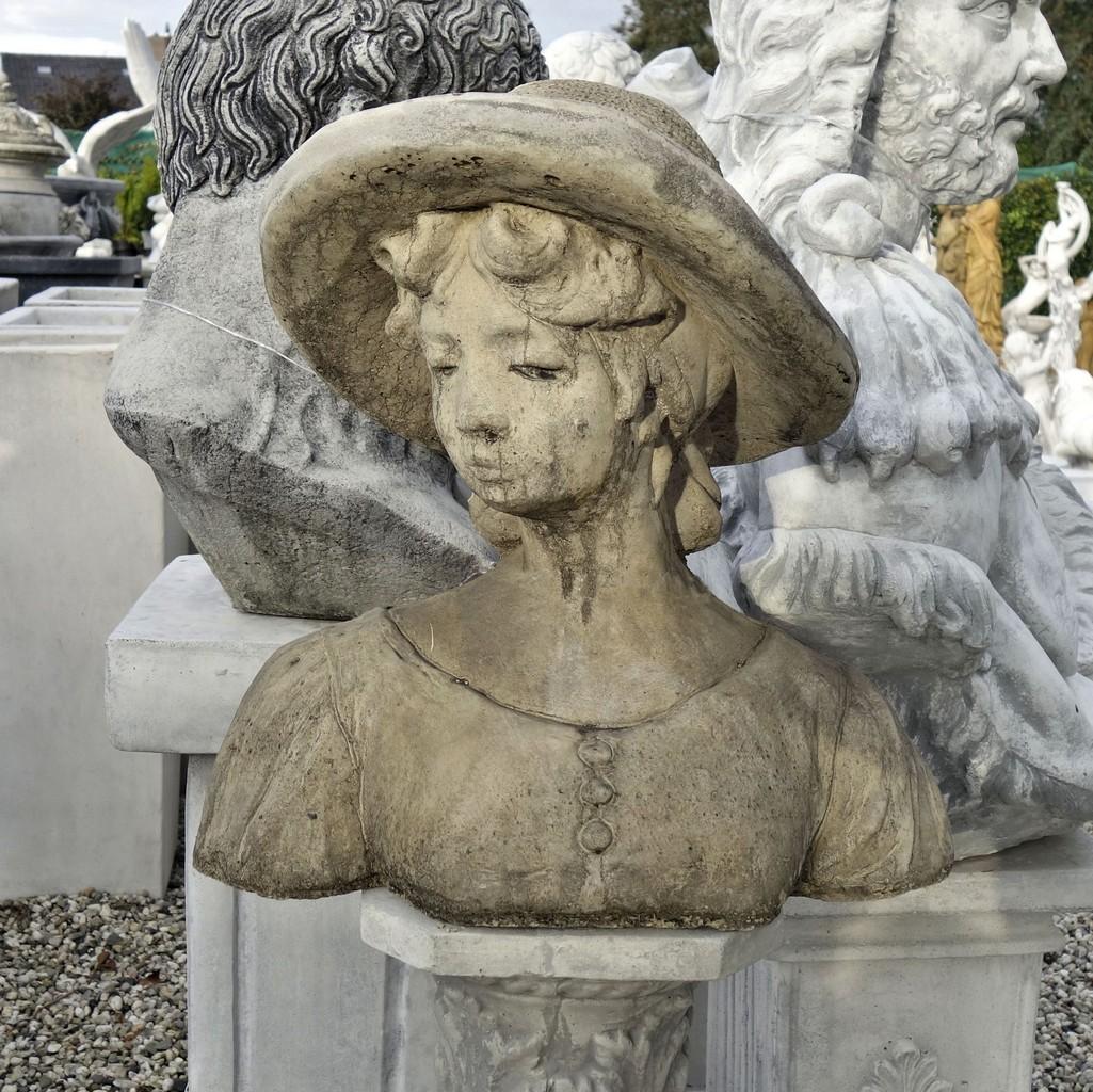 Borstbeeld vrouw 40cm