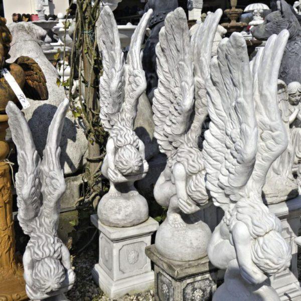Engel groot knielend