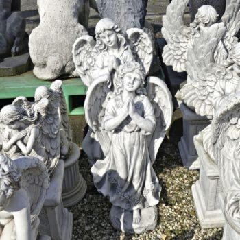 Engel meisje biddend