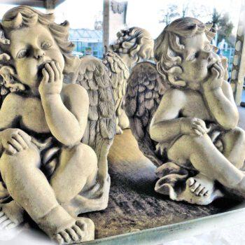 Engel elleboog op knie