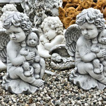 Engel met knuffelbeer