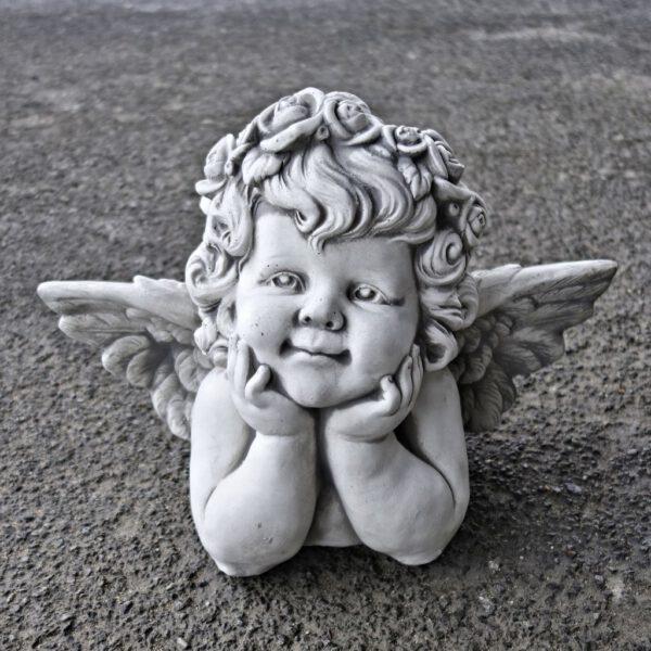 Engel Händen unter dem Gesicht