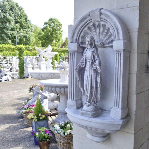 Maria Gartenstatue in Kapelle klein
