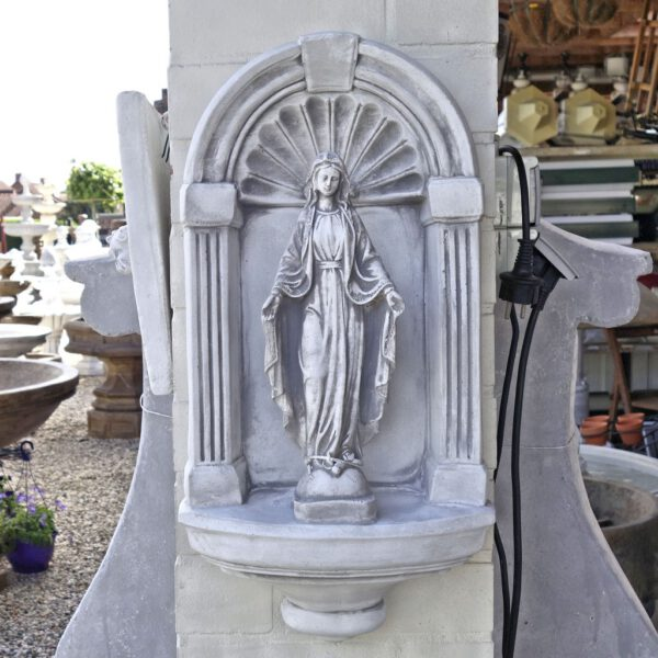 Mariabeeld in nis klein