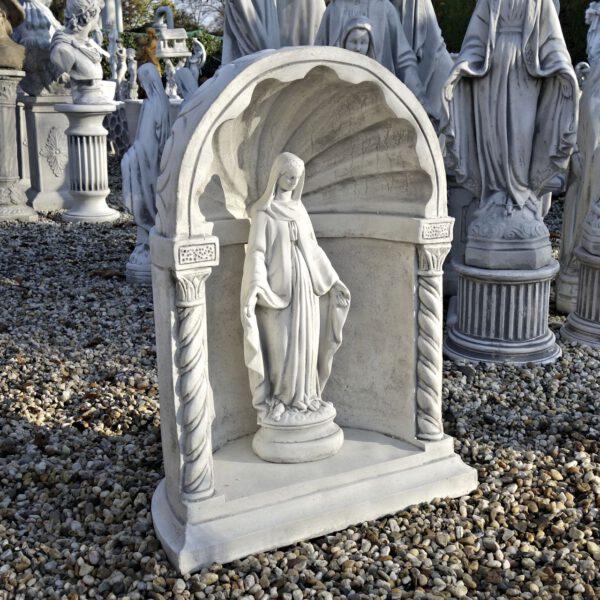 Maria Gartenstatue in Kapelle mittel