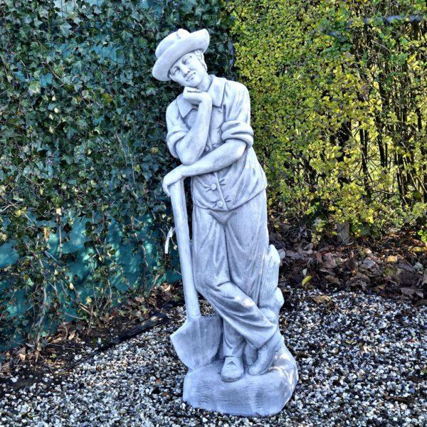 Männliche Statue eines Gärtners