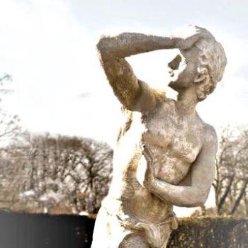 Man met hand op hoofd