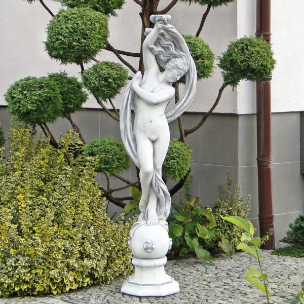 Frauenstatue anmutig