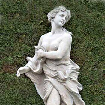 Anmutige weibliche Statue