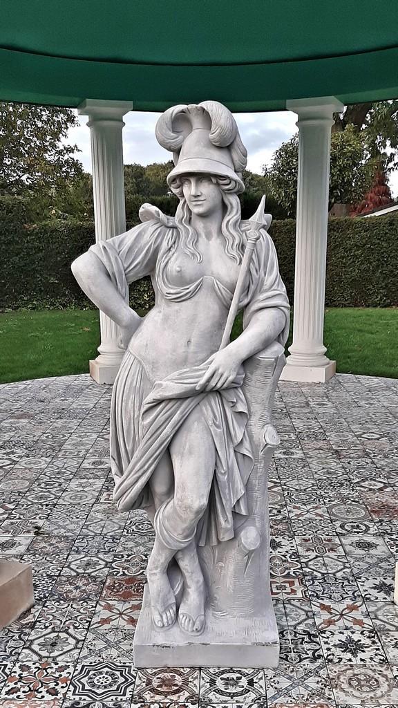 Minerva 172cm