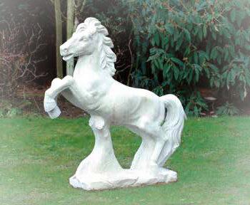 Paard springend groot