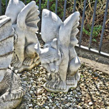 Gargoyle zittend met vleugels