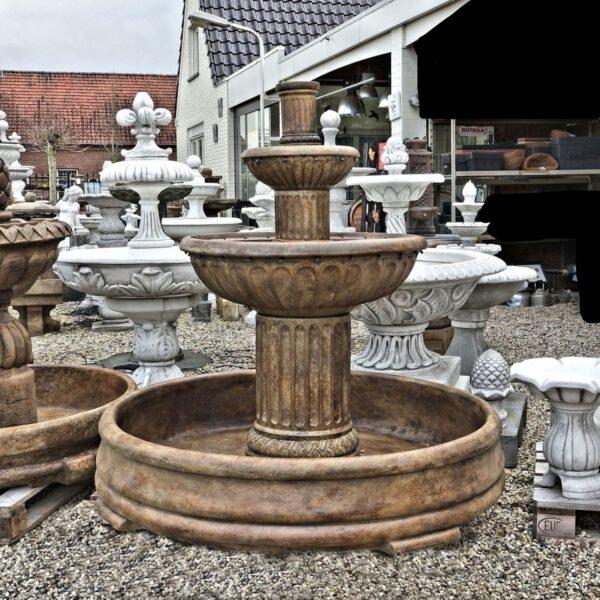 Fluted Fountain In Grando Henri Studio Gartenbrunnen