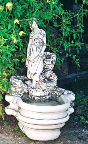Frau mit Blumenkästen Brunnen
