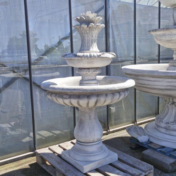 2 Schalen fontein met ananas