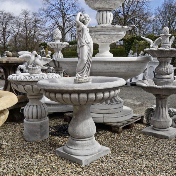Brunnen Frau 1 Krug